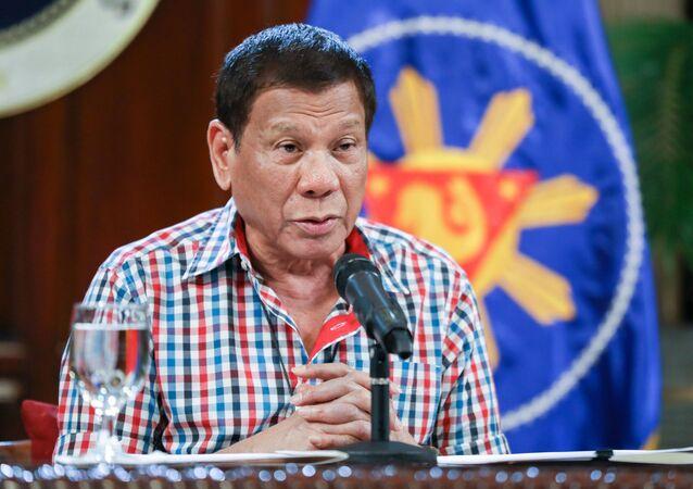 Presidente filipino Rodrigo Duterte fala à população sobre a COVID-19