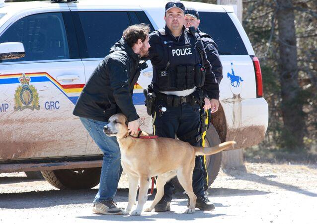 Polícia do Canadá persegue suspeito de assassinato em massa em Portapique, no Canadá