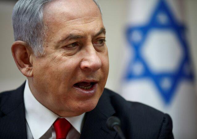 Premiê israelense Benjamin Netanyahu fala enquanto preside à reunião semanal do gabinete em Jerusalém, 8 de março de 2020 (foto de arquivo)