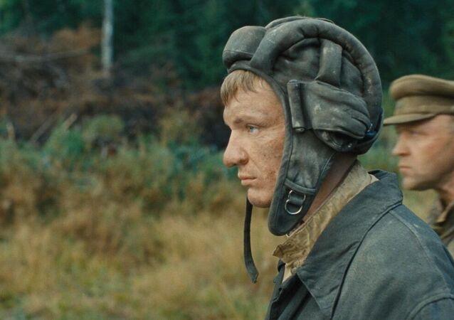 Cena do filme Tigre Branco (2012), de Karen Shakhnazarov
