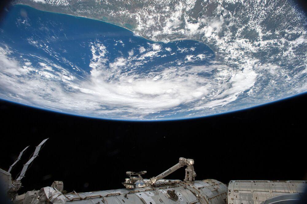 Foto da Terra captada pelo astronauta Scott Kelly