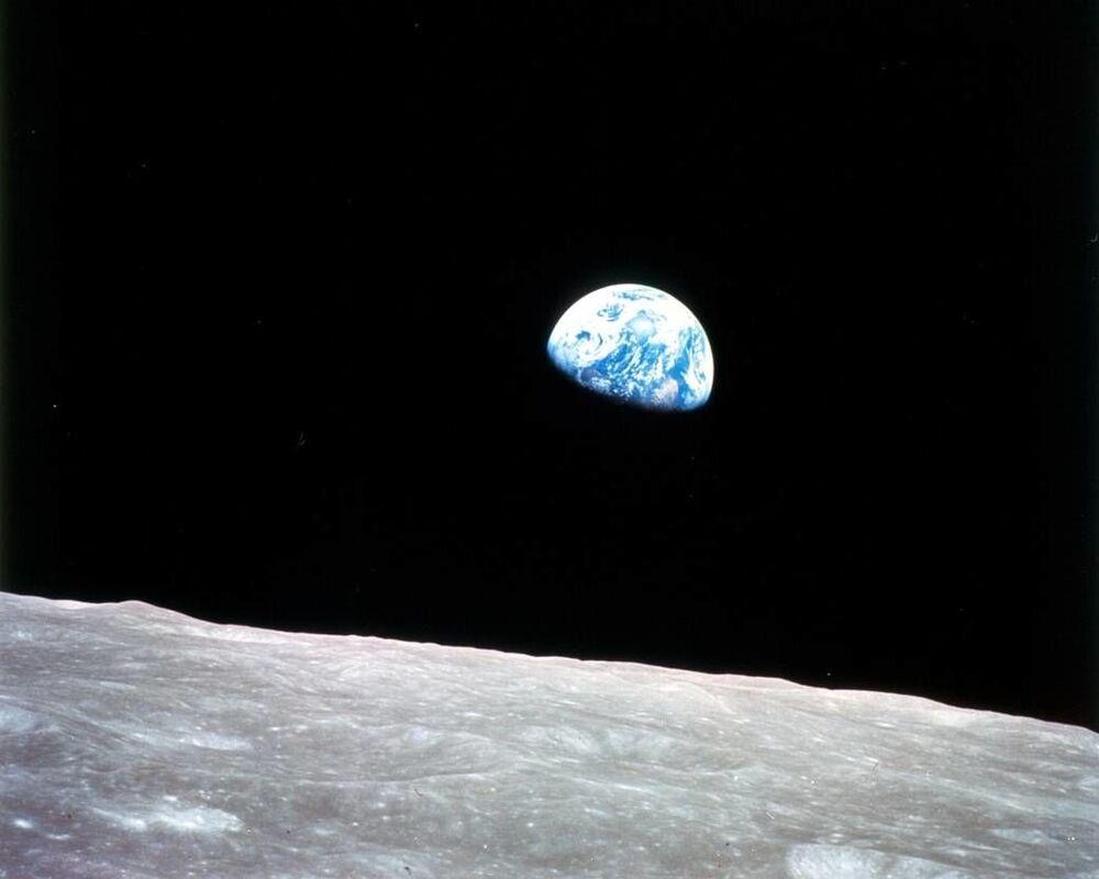 Primeira imagem da Terra tirada a partir de superfície da Lua