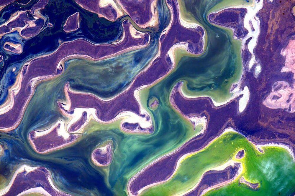 Vista espacial de lago no Cazaquistão