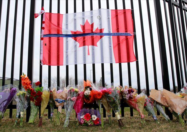 Memorial em homenagem às vítimas do atirador em Nova Scotia, no Canadá, que deixou ao menos 23 pessoas mortas.