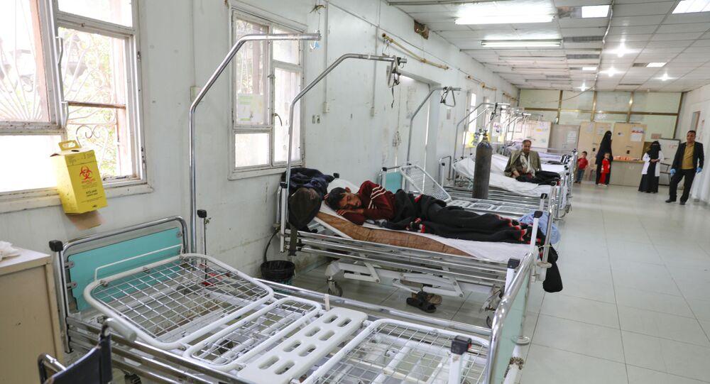 Pacientes com coronavírus em leitos de emergência de um hospital em Sanaa, Iêmen, 29 de março de 2020