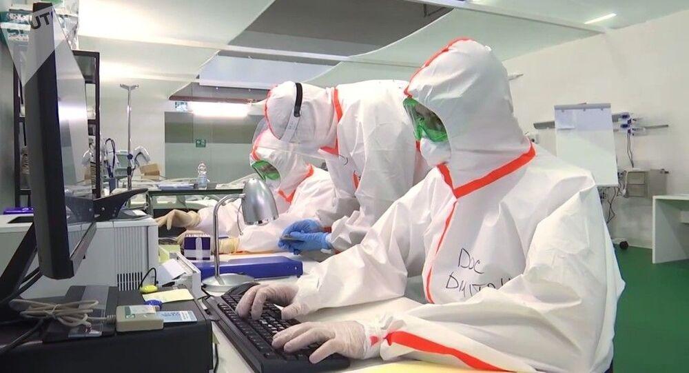 Especialistas médicos russos em hospital de Bergamo, na Itália