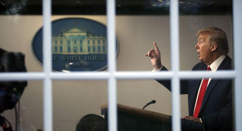 Presidente dos EUA, Donald Trump, durante coletiva de imprensa na Casa Branca, em Washington, nos EUA, 22 de abril de 2020