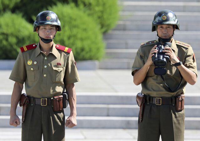 Militares norte-coreanos na fronteira com a Coreia do Sul (foto de arquivo)