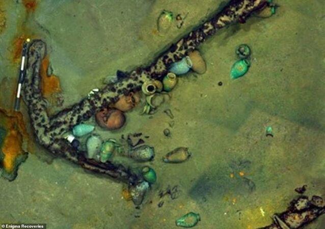 Âncora de navio naufragado no mar do Mediterrâneo