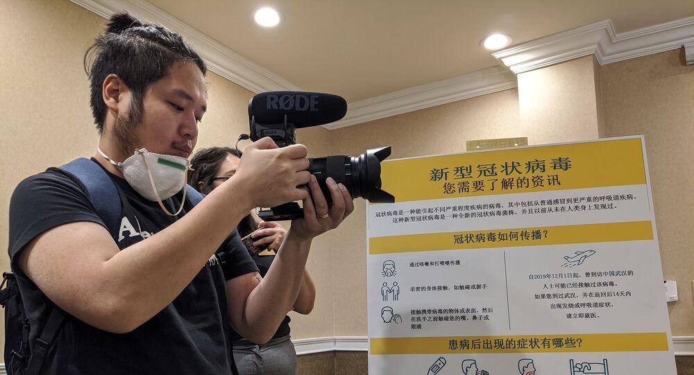 Repórter chinês em coletiva de imprensa nos Estados Unidos