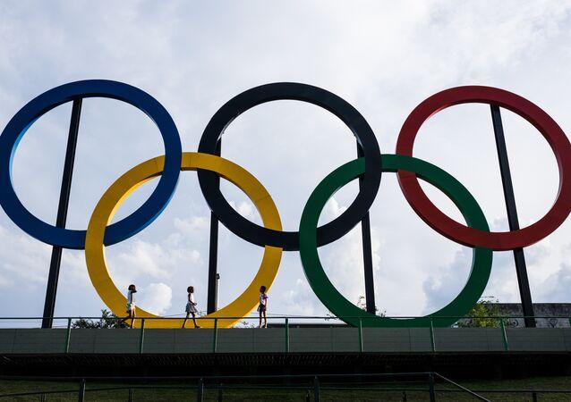 Anéis olímpicos dos Jogos de 2016, no Parque Madureira