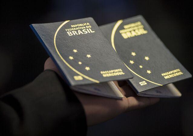 Novo passaporte brasileiro, apresentado pelo Ministério da Justiça na última semana