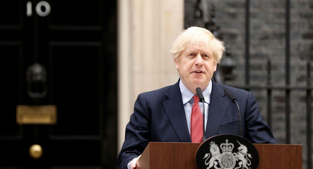 Primeiro-ministro do Reino Unido, Boris Johnson, discursa em sua residência oficial, 27 de abril de 2020