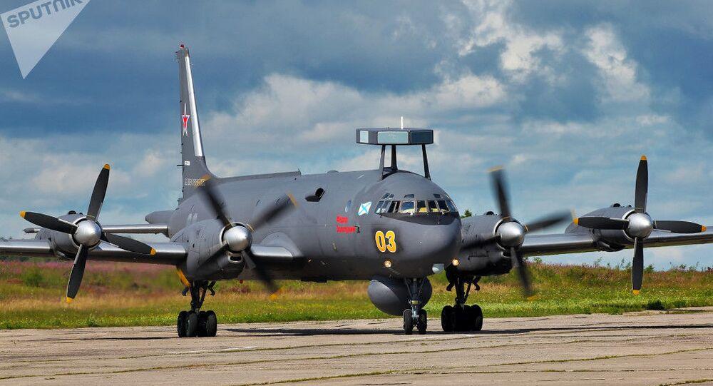Aeronave russa Il-38 se preparando para voo