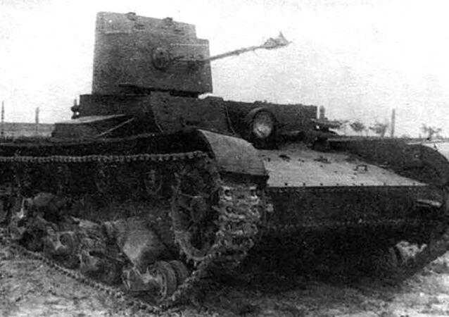 Tanque lança-chamas ligeiro soviético KhT-26/BKhM-3