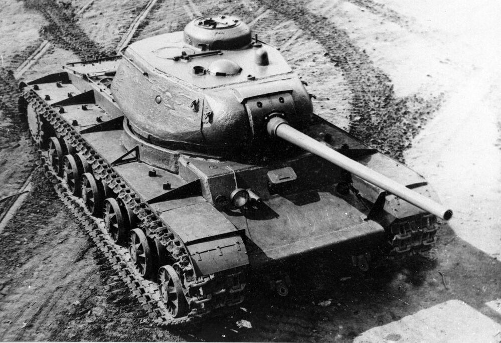 Tanque pesado soviético KV-85 do período da Grande Guerra pela Pátria