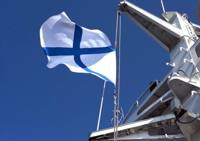 Bandeira da Marinha da Rússia a bordo de um navio de pesquisa