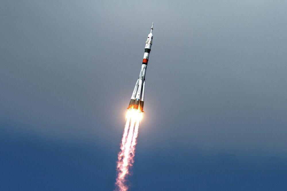 Lançamento do foguete espacial Soyuz-2.1