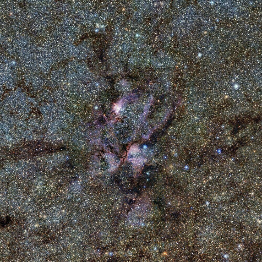 Formação de estrelas na Constelação de Escorpião