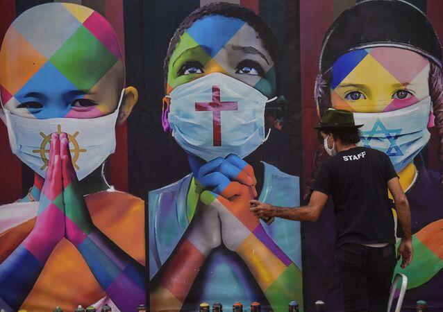 Mural do artista Eduardo Kobra chamado Coexistência, em Itu, na grande São Paulo, 25 de abril de 2020