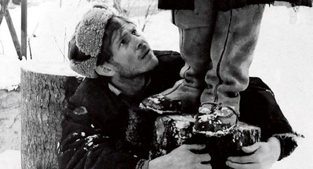 Cena do filme A Ascensão (1976) de Larisa Shepitko