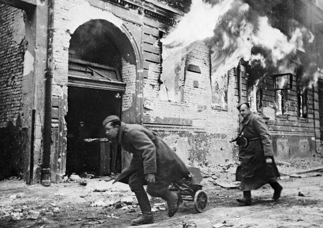 Tropas soviéticas em Berlim em 1945