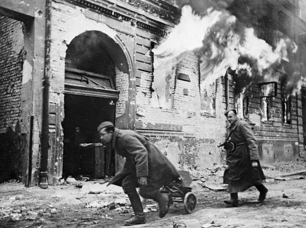 Tropas soviéticas em Berlim