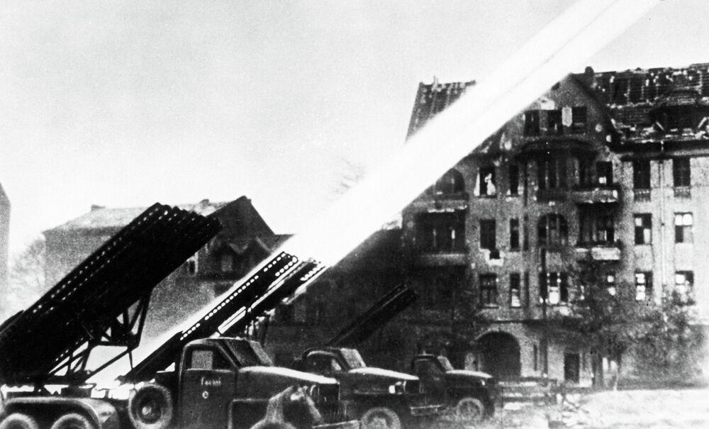 Salva de foguetes Katyusha é lançada contra posições em Berlim