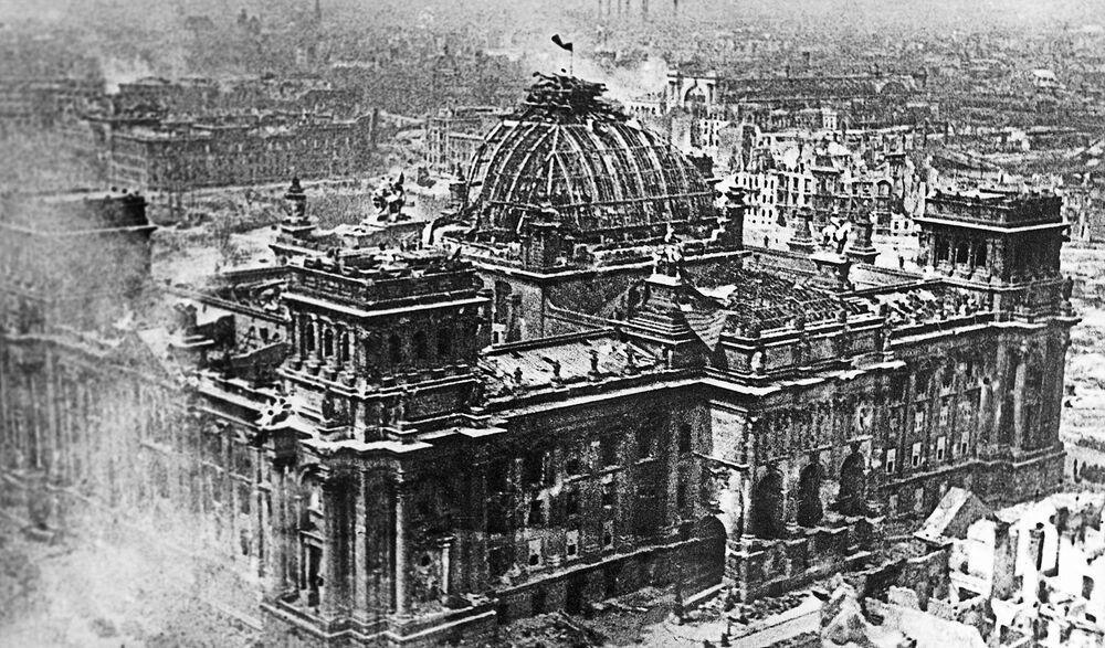 Bandeira da Vitória sobre o Reichstag em Berlim em 1º de maio de 1945
