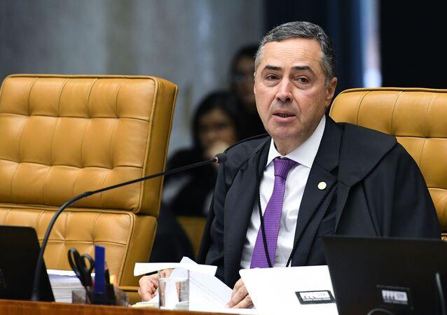 Ministro Luís Roberto Barroso durante sessão extraordinária do STF.