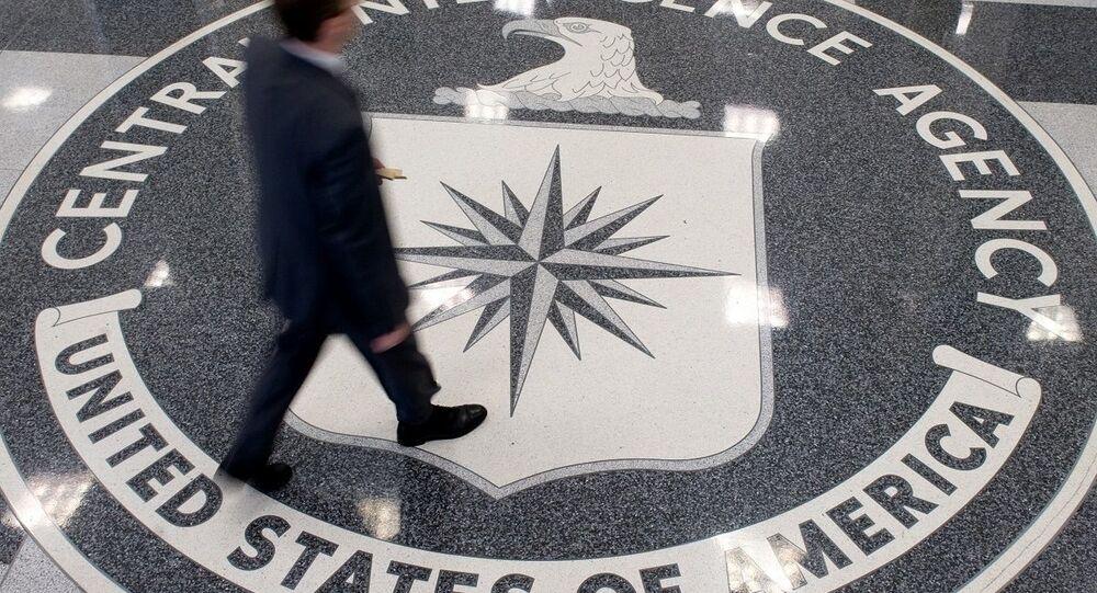Logo da CIA no quartel-general da agência em Langley, EUA (foto de arquivo)