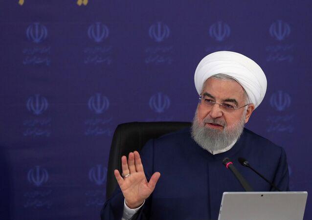 Presidente do Irã, Hassan Rouhani, durante reunião do gabinete em Teerã, 3 de maio de 2020