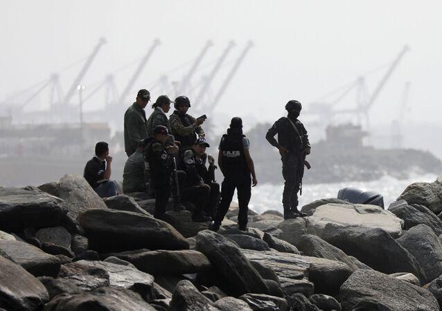 Membros da unidade de forças especiais são vistos na costa, depois de o governo da Venezuela ter anunciado uma incursão mercenária fracassada, Macuto, Venezuela, 3 de maio de 2020