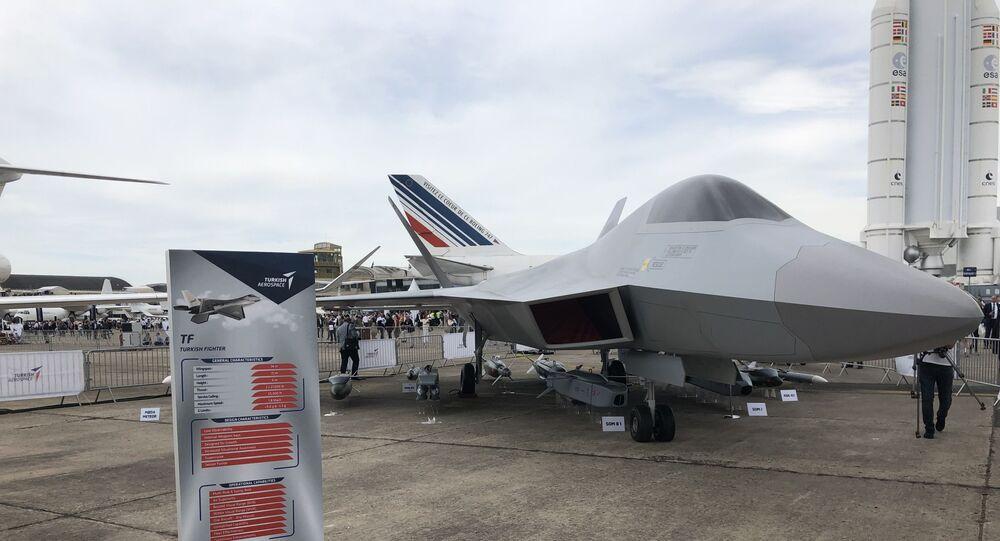 Maquete do TF-X das Indústrias Aeroespaciais Turcas, Exposição Aérea de Paris, 2019