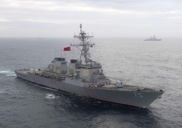 O destróier USS Donald Cook (DDG 75) participando do exercício Formidable Shield 2017, 8 de outubro de 2017
