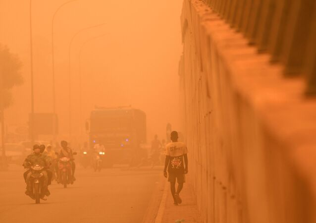 Tempestade de areia em meio à pandemia do coronavírus em Ouagadougou, Burkina Faso, 15 de abril de 2020 (imagem referencial)