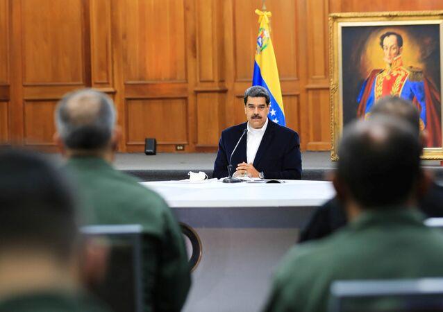 Presidente da Venezuela, Nicolás Maduro, participa de uma reunião com as Forças Armadas Bolivarianas no Palácio Miraflores, em Caracas, Venezuela, 4 de maio de 2020