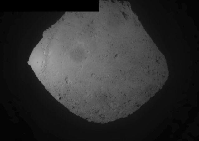 Asteroide Ryugu em 5 de abril de 2019