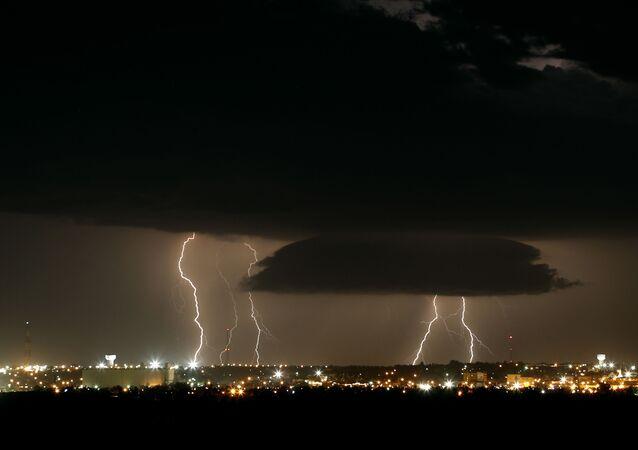 Tempestade com raios nos Estados Unidos (imagem referencial)