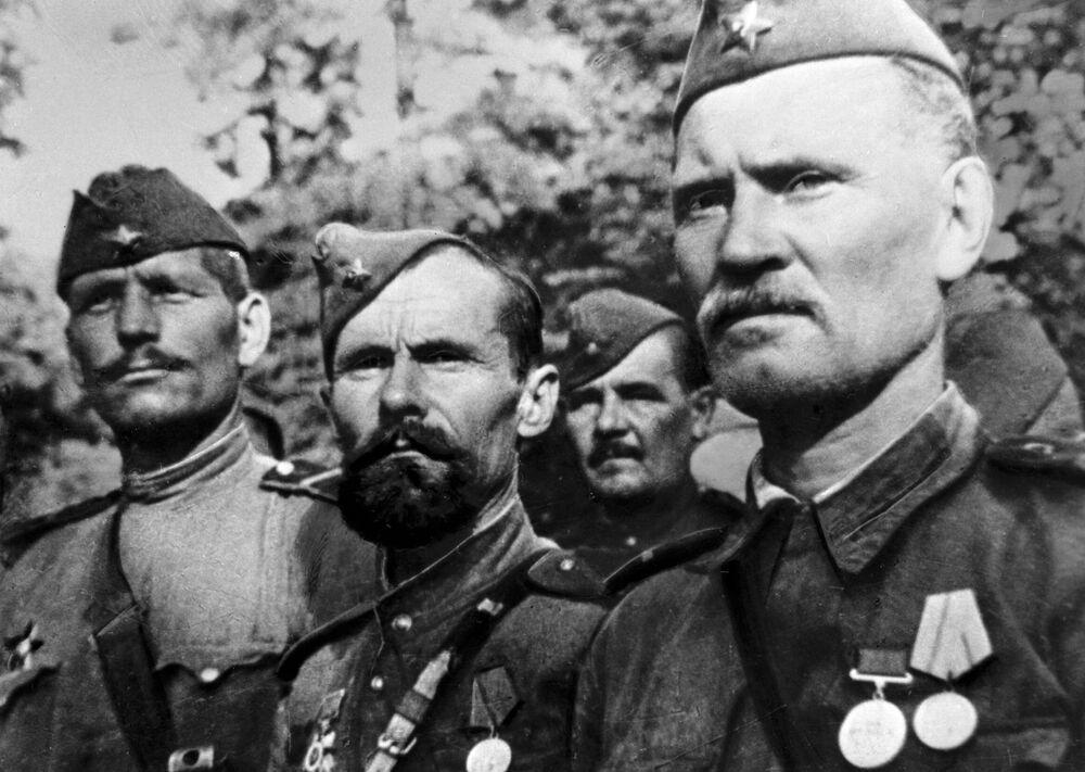 Soldados do Exército Vermelho nos dias da Grande Guerra pela Pátria, em 1943