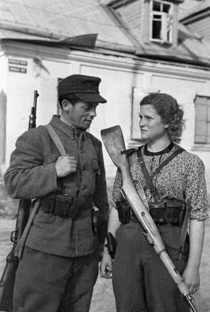 Partisans lituanos na capital, Vilnius, durante a Grande Guerra pela Pátria, em 1944