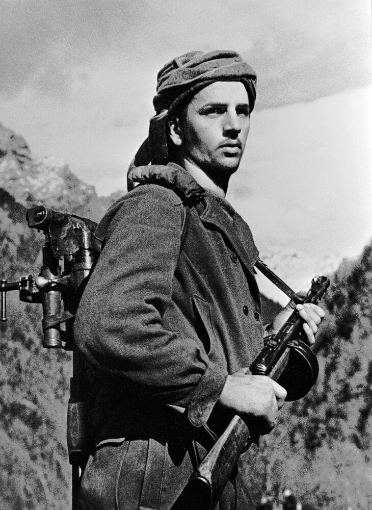 Soldado da Abkházia nas montanhas do Cáucaso em 1942