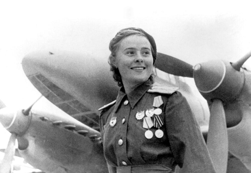 Maria Dolina, Heroína da União Soviética e subcomandante de esquadrilha do 125° regimento feminino de aviação
