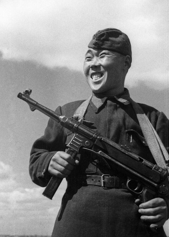 Franco-atirador soviético Maksim Passar, que eliminou 236 soldados e oficiais inimigos na defesa de Stalingrado