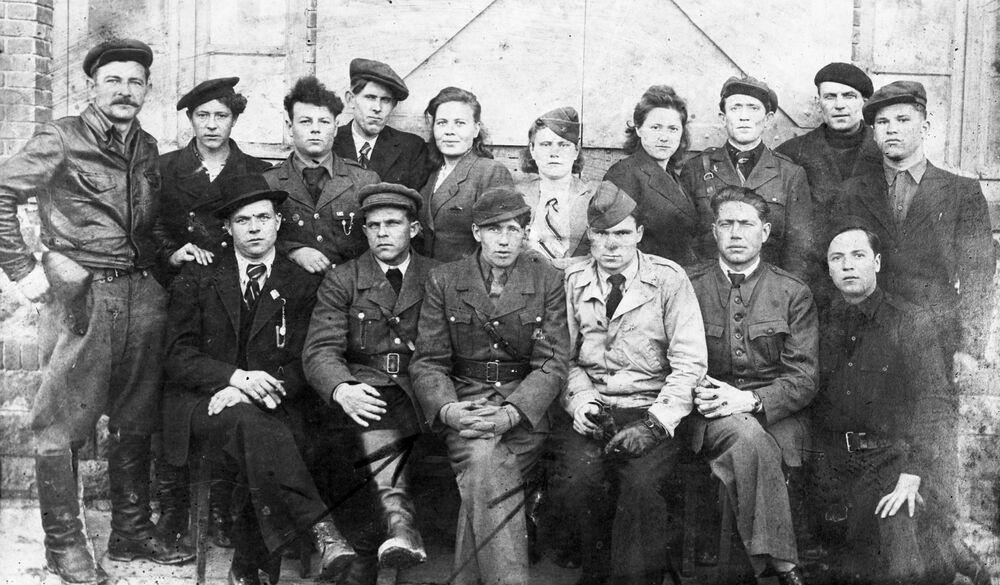 Partisans soviéticos com membros da Resistência Francesa