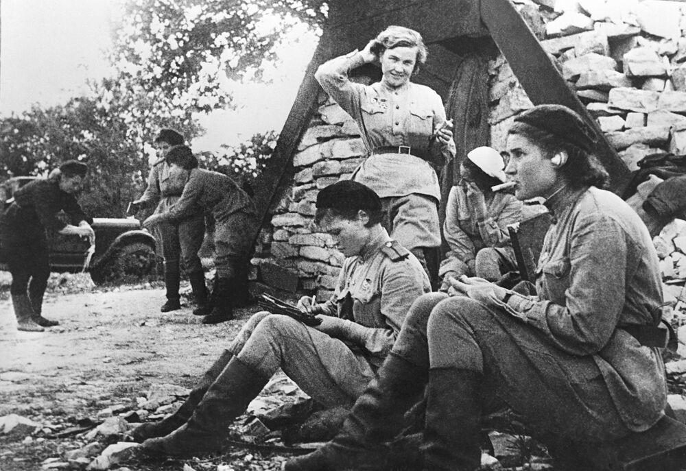 Aviadoras soviéticas durante a guerra em 1941