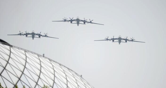 Bombardeiros estratégicos Tu-95MS durante o desfile do Dia da Vitória em Moscou