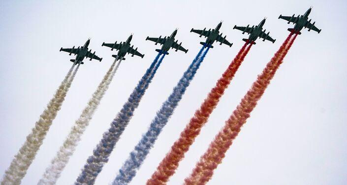 Aviões de ataque ao solo Su-25 durante o desfile do Dia da Vitória em Moscou