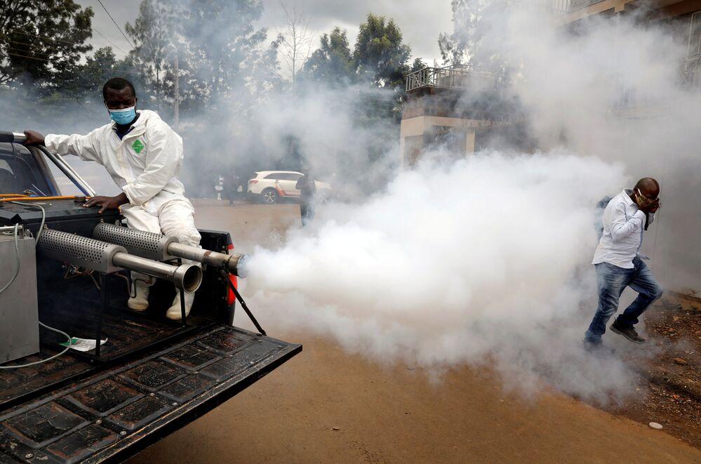 Trabalho de descontaminação de rua em Nairóbi, Quênia
