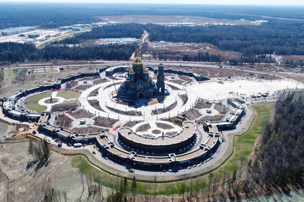Obra de construção do principal templo das Forças Armadas da Rússia, no centro de exposições Patriot, na região de Moscou